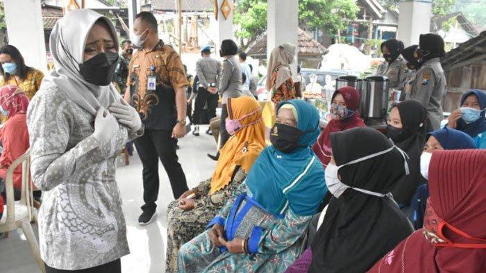 Puluhan Warga di Pelosok Desa Gondang Mojokerto Dapat Giliran Vaksinasi Covid-19