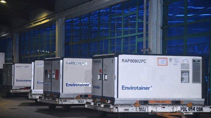 Vaksin Covid-19 buatan Sinovac tiba di Indonesia menggunakan pesawat carter maskapai Garuda Indonesia