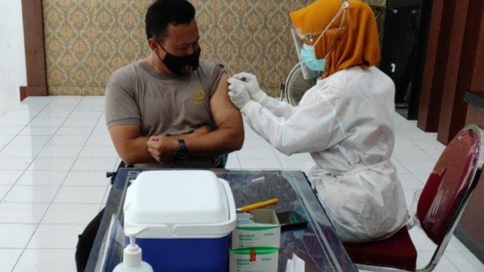 72 Personel Polres Blitar Kota Terima Vaksin Covid-19 Tahap 2 Dosis 1
