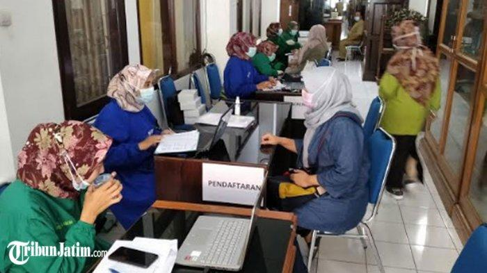 Anggota DPRD Kabupaten Nganjuk Ikuti Vaksinasi Covid-19, Tegaskan 'Vaksin Aman Halal dan Sehat'