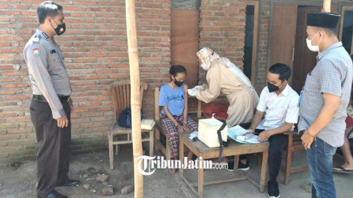 Satgas Banyuwangi Vaksinasi Door to door Warga Disabilitas ke Desa-Desa