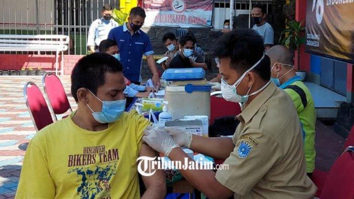 Vaksinasi di Lapas Kelas IIB Probolinggo, Seorang WBP Bertato Gemetaran Takut Jarum Suntik