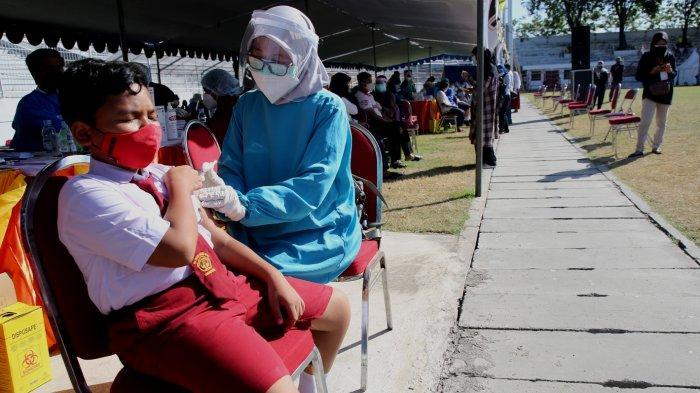 Tenaga Kesehatan Datangi SMP, Sudah 18.623 Pelajar se-Surabaya Divaksin