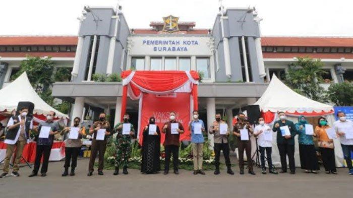 Vaksinasi Covid-19 di Surabaya Dimulai, Forpimda Beri Contoh dan Menunjukkan Vaksin Aman dan Halal