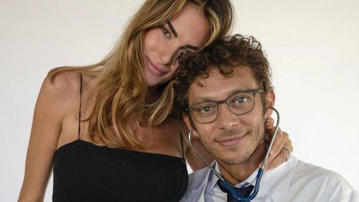 Sang Kekasih Hamil, Valentino Rossi Resmi Jadi Calon Ayah