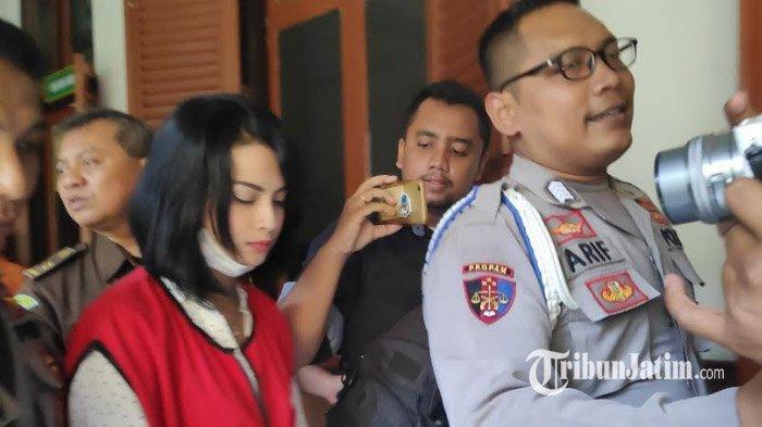 Penampilan Baru Vanessa Angel Jadi Sorotan Pengunjung PN Surabaya, Simak Reaksinya Saat Ditanyai