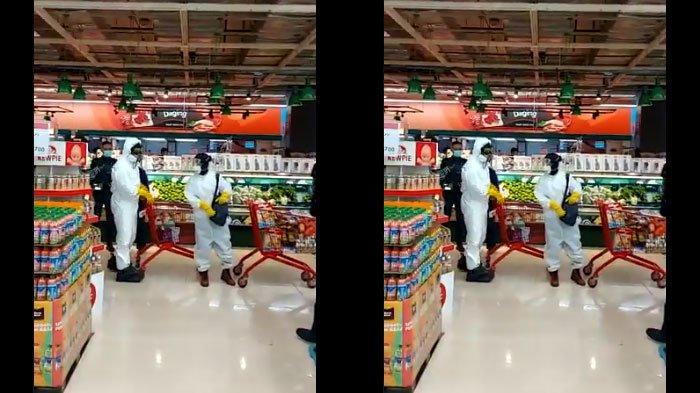 Video 2 Orang Belanja Pakai APD Lengkap di Supermarket Viral, Diusir Satpam: Harus Pakai Hazmat?