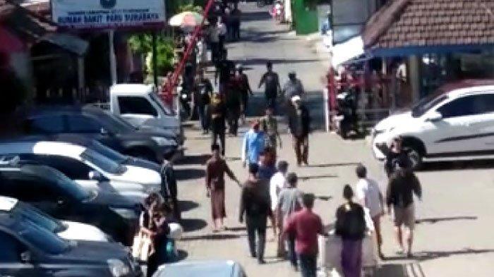 VIRAL 4 Pemuda Bawa Paksa Jenazah Positif Covid-19 di Surabaya, Kondisinya Kini Reaktif, Tunggu Swab