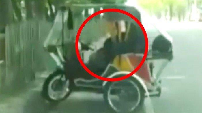VIRAL Video 'Becak Goyang' 2 Menit 37 Detik, Tampak Kepala Wanita, Si Tukang Lalu Cuci Celananya