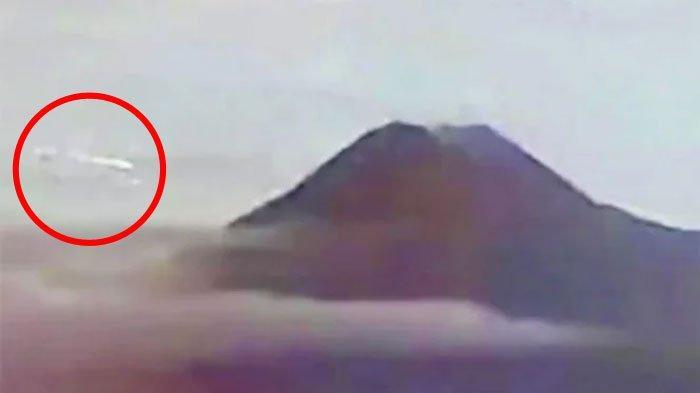 Video 'Asteroid' Tabrak Gunung Merapi Viral, Benda Terang di Langit, LAPAN Beri Penjelasan
