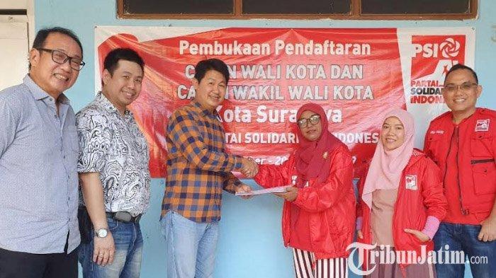 Bawa Surat Bebas Poligami dan KDRT, Politisi NasDem Ikuti Pendaftaran Bacawali Surabaya di PSI