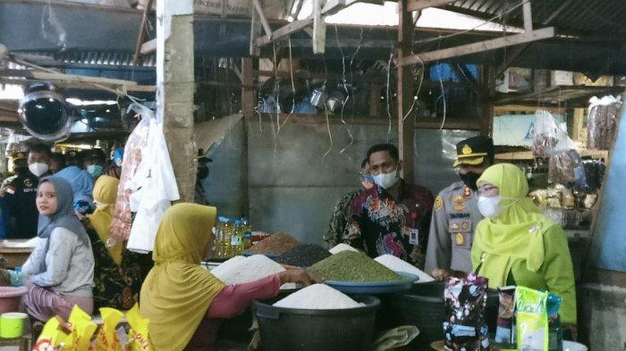 Wabup Sumenep Dewi Khalifah Sidak ke Pasar Anom, Pastikan Harga Sembako Masih Stabil