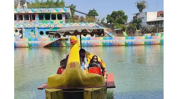 Harga Tiket Masuk Taman Rekreasi Sengkaling, Ada Wahana Sepeda Air & Kolam yang Bisa Bikin Awet Muda