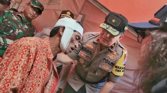 Tinjau Korban Gempa di Sumenep, Wakapolda Jatim Pastikan Tim Dokkes Polisi Terus Melayani