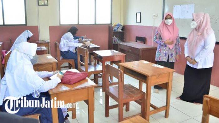 Wabub Bu Min Pantau Pembelajaran Tatap Muka, Pastikan Sekolah di Gresik Jaga Protokol Kesehatan