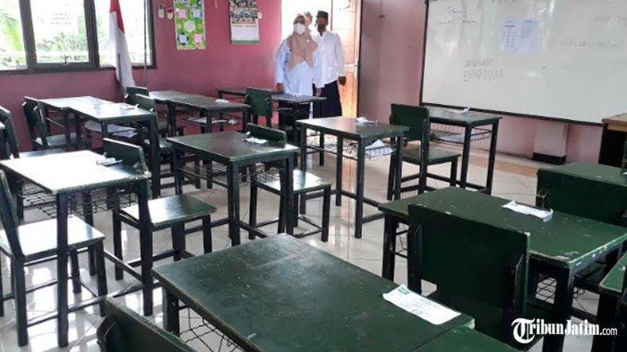 Wabup Gresik Bu Min Blusukan ke Kelas-kelas, Pastikan Fasilitas Pembelajaran Tatap Muka Lengkap