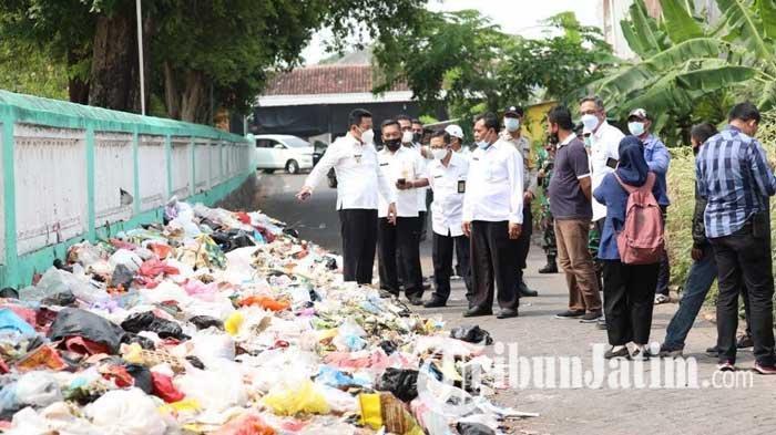 Kaget Lihat Sampah Menumpuk di Jalan, Wakil Bupati Sidoarjo: Ini Harus Segera Ditangani Serius