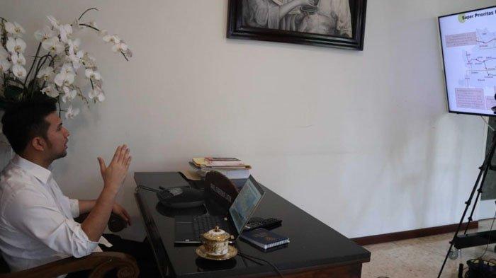 Tindak Lanjuti Tumpang Tindih Penerima Bansos, Wagub Jatim Emil Dardak Rakor dengan KPK
