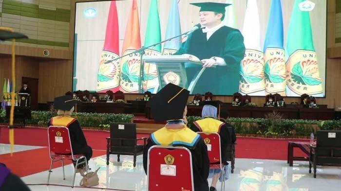 Hadiri Upacara Wisuda Universitas Jember, Wamendag RI Jerry Sambuaga: Tak Usah Takut Kompetisi