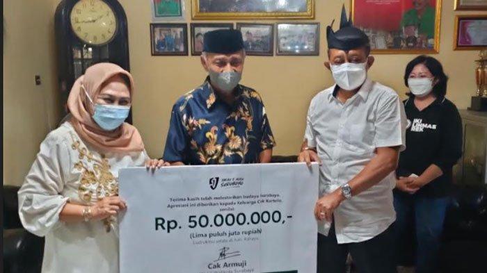 Tak Ingin Legenda Ludruk Cak Kartolo Jual Rumah, Wawali Surabaya Armuji Beri Bantuan Rp 50 Juta
