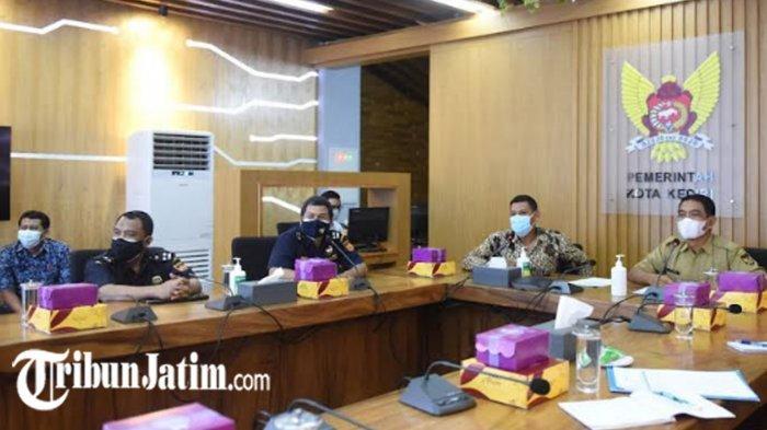Sosialisasi Rokok Ilegal Bagi Pemilik Warung Kopi di Kota Kediri, 'Tidak Ada Pita Cukainya, Tolak'