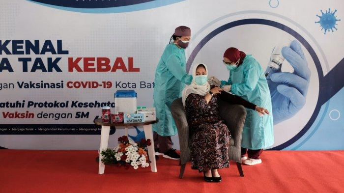 Wali Kota Dewanti Menjerit Setelah Disuntik Vaksin Covid-19