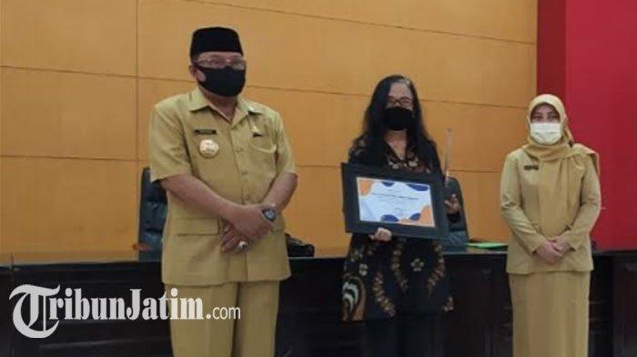 Wali Kota Santoso Beri Penghargaan Pada Warga yang Aktif Ikut Wujudkan 'Blitar Bersih dan Sehat'