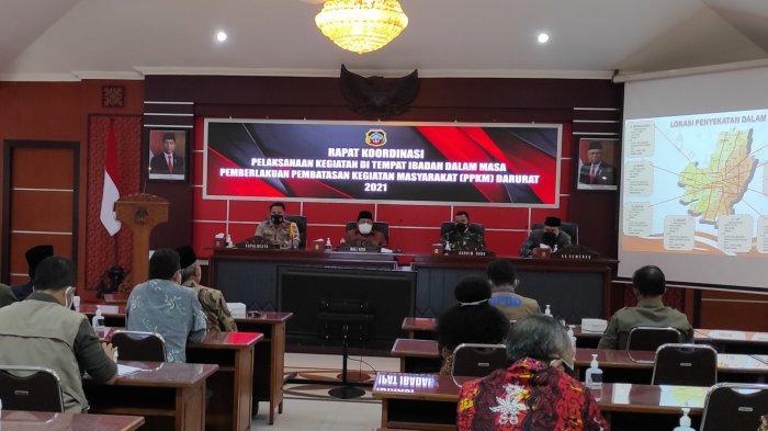 Pimpin Rapat Koordinasi, Wali Kota Blitar Santoso Imbau Warga Laksanakan Salat Idul Adha di Rumah