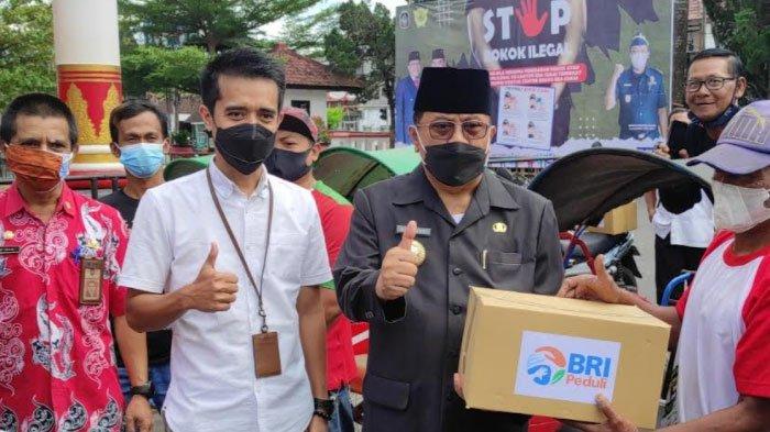 Tukang Becak dan Pedagang di Wisata Makam Bung Karno Kota Blitar Dapat 150 Paket Bantuan