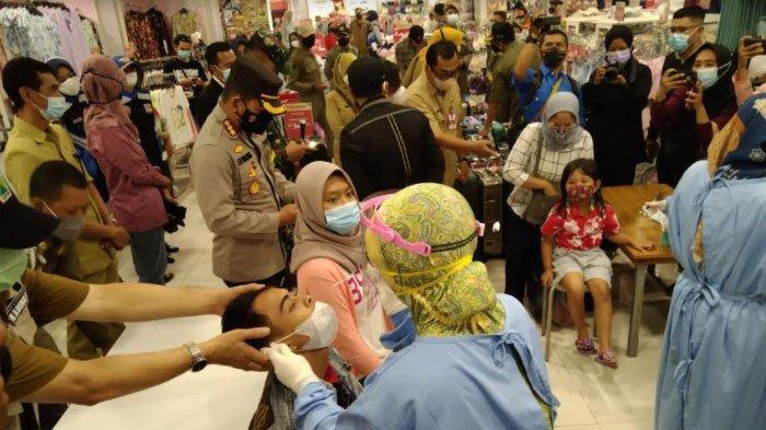 Sidak Prokes, 16 Pengunjung Mal di Kota Malang Jalani Swab Tes Secara Acak, Ini Hasilnya