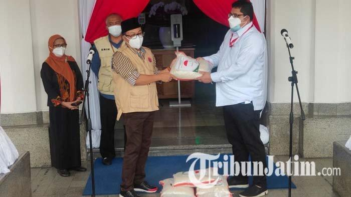 Kemensos Salurkan Bansos 3.000 Paket Beras kepada Pemkot Malang, Untuk Warga Terdampak Covid-19
