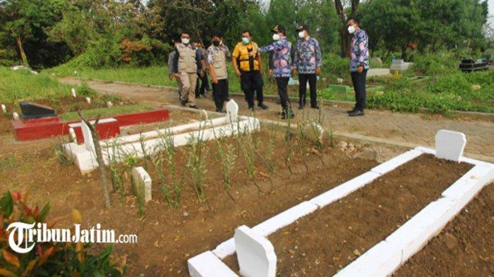 Tinjau Makam Sukorejo Polehan, Wali Kota Sutiaji Ungkap Tenaga Pemulasaran Jenazah Covid-19 Terbatas
