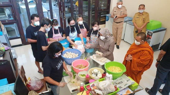 Ning Ita Menilik Dapur Umum Komuninas Kuliner Tionghoa Yang Bantu Warga Isoman