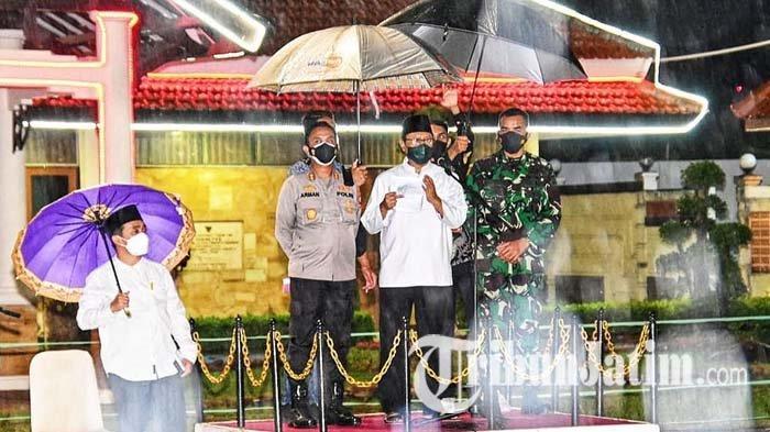 Gus Ipul, Kapolres Pasuruan Kota dan Dandim Basah Kuyup Kumpulkan RT/RW untuk Perkuat PPKM Mikro