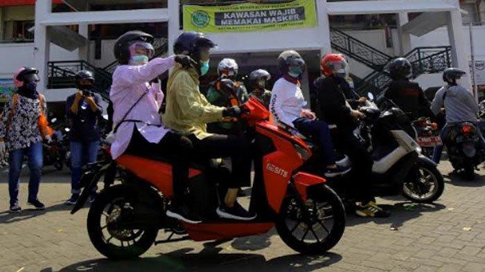 Gencarkan Operasi Patuh Masker, Wali Kota Risma Turun Blusukan ke Pasar hingga Gang-gang: Ayo Pakai!