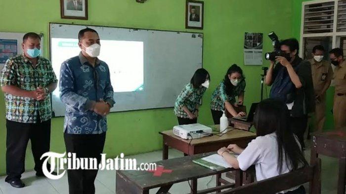 Hari Pertama PTM di Surabaya, Wali Kota Eri Cahyadi Semangati Siswa 'Jadi Pemimpin Masa Depan'