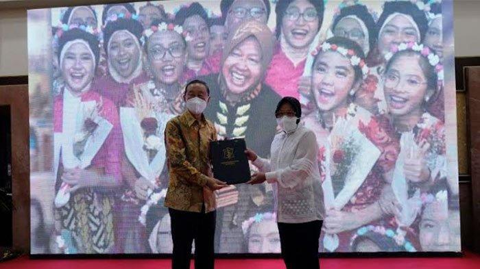 Wali Kota Tri Rismaharini terimabantuanCSR berbentuk beasiswa pendidikan dari36 perusahaan dan lembaga untuk anak-anak Surabaya.