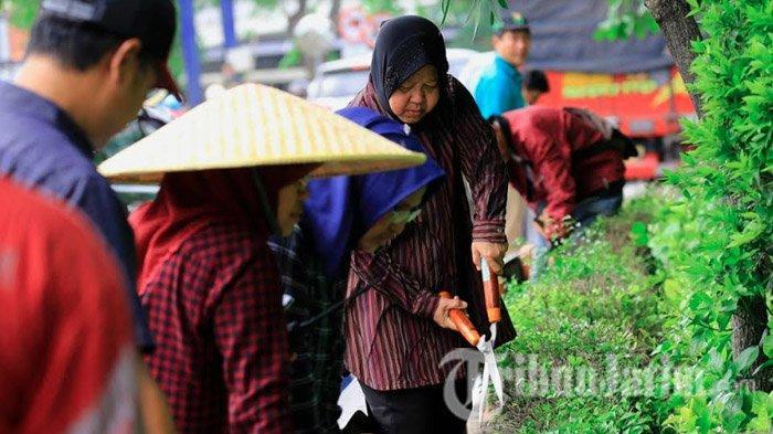 Setelah Surabaya Dilanda Banjir, Risma Langsung Cek Saluran & Lakukan Kerja Bakti di Beberapa Titik
