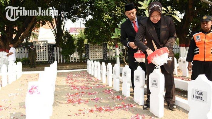 Sambut Hari Jadi Kota Surabaya, Tri Rismaharini Ziarah ke Taman Makam Pahlawan Kusuma Bangsa