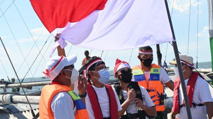 Kibarkan Bendera di Tengah Laut, Gus Ipul Ingin Gali Potensi Wisata Bahari