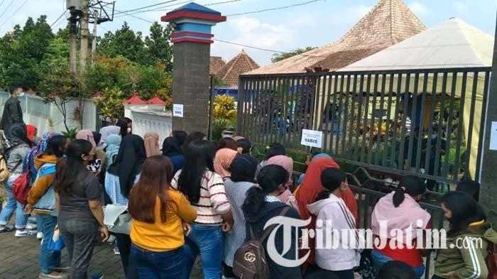 Antrean Vaksinasi Covid-19 Massal di Tumpang Malang Membeludak, Warga Menunggu Sejak Pukul 06:00 WIB