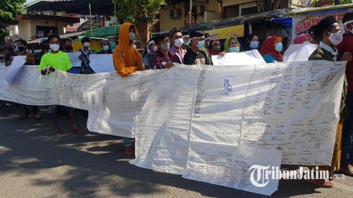 Demo Soal Pilkades 2021, Ratusan Warga Desak Kepala DPMD Sumenep Turun Jabatan