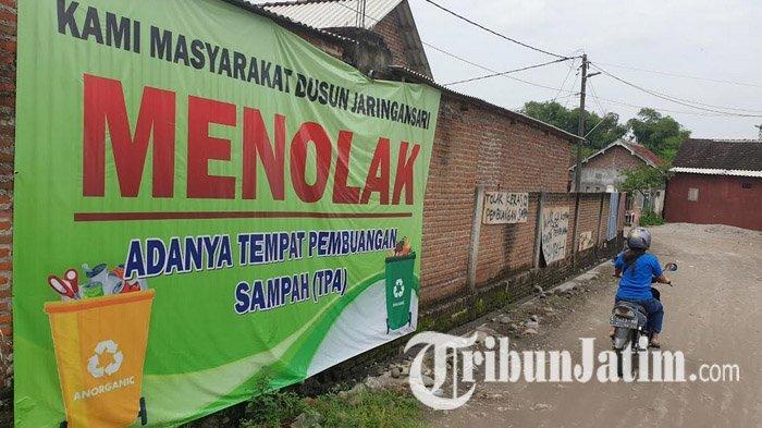 Gejolak di TPA Karangdiyeng Mojokerto, Ratusan Emak-emak Blokir Jalan dan Adang Truk Sampah