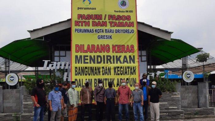Warga dan Manajemen Perumnas KBD Pasang Spanduk Besar, Melarang Oknum Desa Memanfaatkan Fasum -Fasos