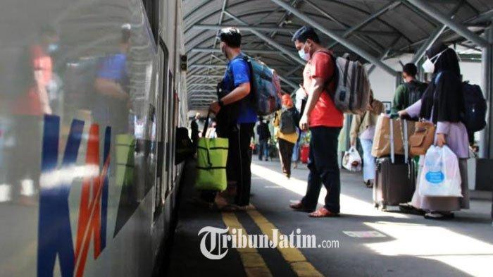 BREAKING NEWS - H-1 Larangan Mudik, 10 Ribu Orang Naik Kereta Api Tinggalkan Surabaya