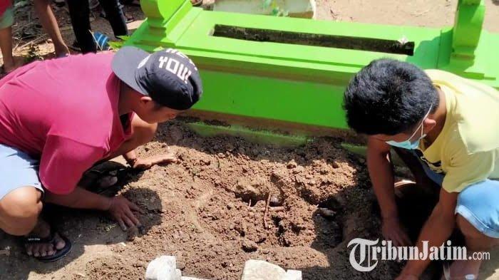 BREAKING NEWS - Madura Gempar, Warga Temukan Kuburan Misterius, Saat Dibongkar Isi Bayi 7 Bulan