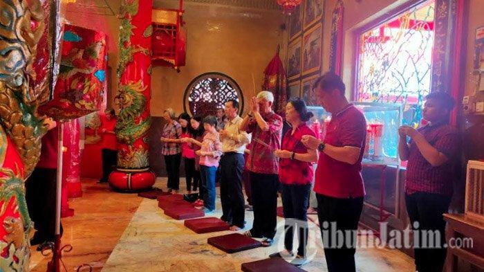 Ribuan Warga Tionghoa Padati Klenteng Eng An Kiong Kota Malang untuk Rayakan Tahun Baru Imlek