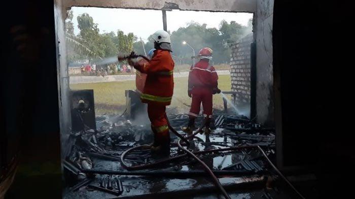 NEWS VIDEO: Warkop di Tuban Terbakar Hebat hingga Terdengar Suara Ledakan, Diduga Korsleting Listrik