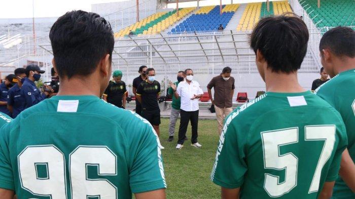 Wawali Cak Ji Bangga Saksikan Persebaya Latihan di Stadion Gelora 10 November: 'Aku Yo Bonek Rek'