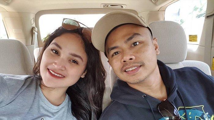 Wendi Cagur dan istrinya, Revti Ayu Natasya